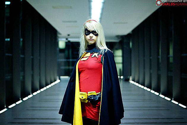 Robin (Stephanie Brown), cosplayed by Kerraldine Holland, photographed by Carlos Adama Geek Photography